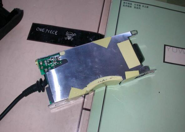 taking-one-dell-laptop-ac-dapter-charger-apart-5