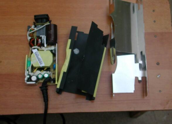 taking-one-dell-laptop-ac-dapter-charger-apart-6