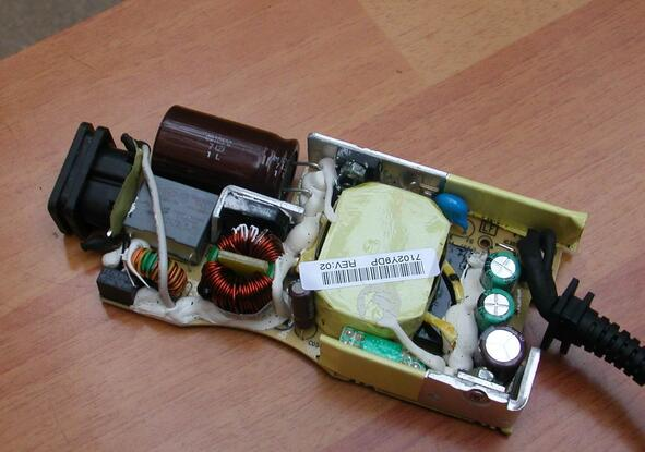 taking-one-dell-laptop-ac-dapter-charger-apart-7