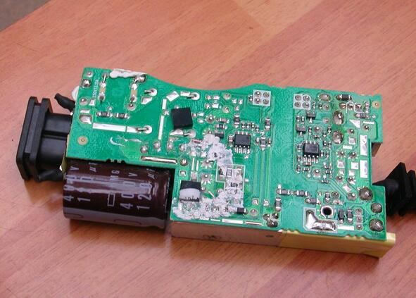 taking-one-dell-laptop-ac-dapter-charger-apart-8